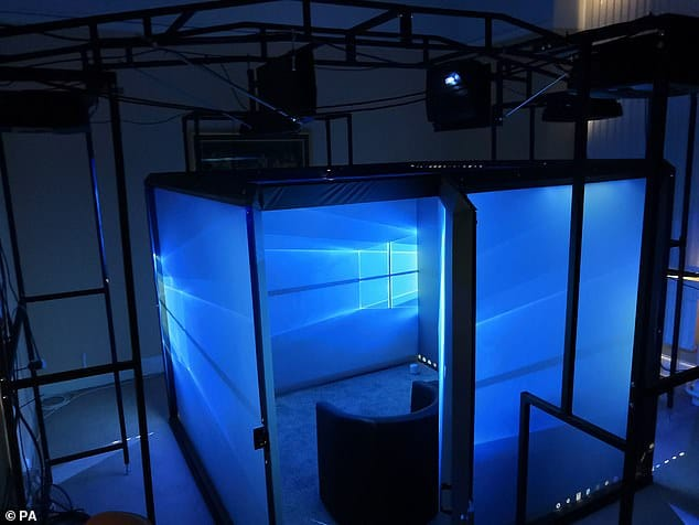 Photo of the Blue Room itself showing the Windows 10 wallpaper on each side.